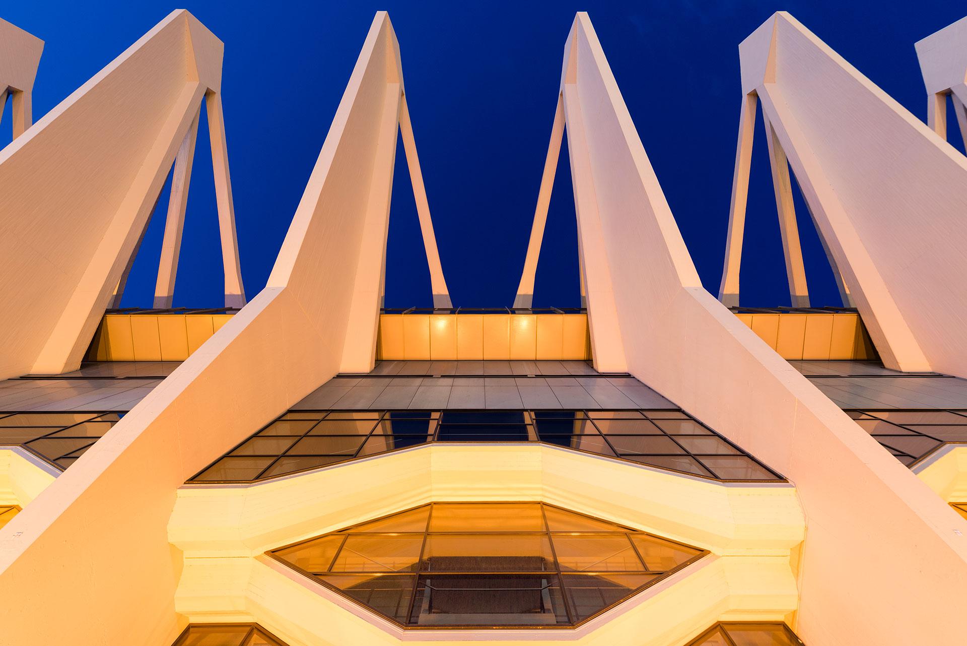 Die Bremer Stadthalle wurde in 2011 offiziell in ÖVB Arena umbenannt die Architektur wurde 1964 erbaut