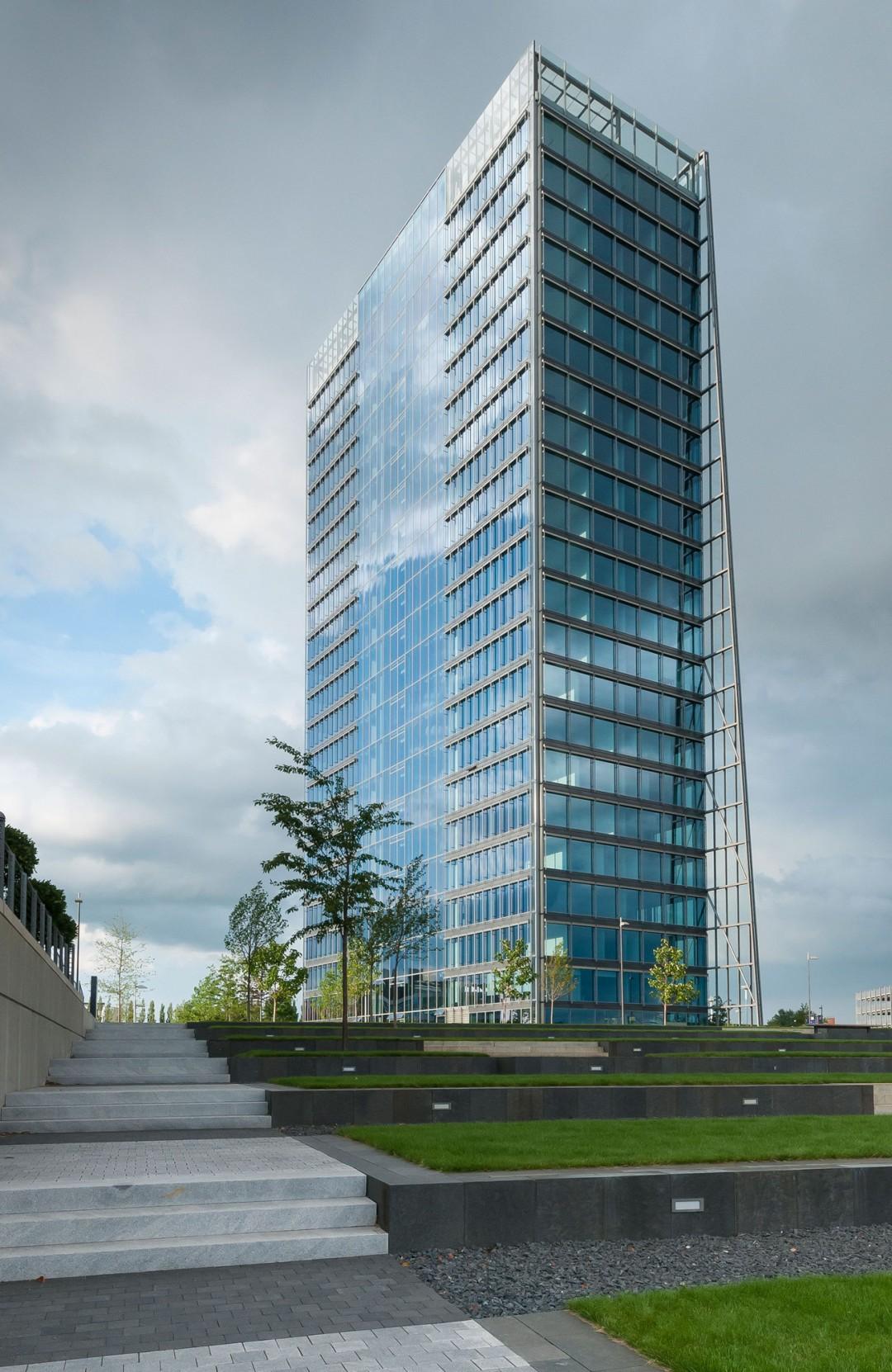 Die Architektur des Bremer Wesertowers ist eine Stahl und Glaskonstuktion in der Überseestadt und wurde von dem Architekten Helmut Jahn entworfen