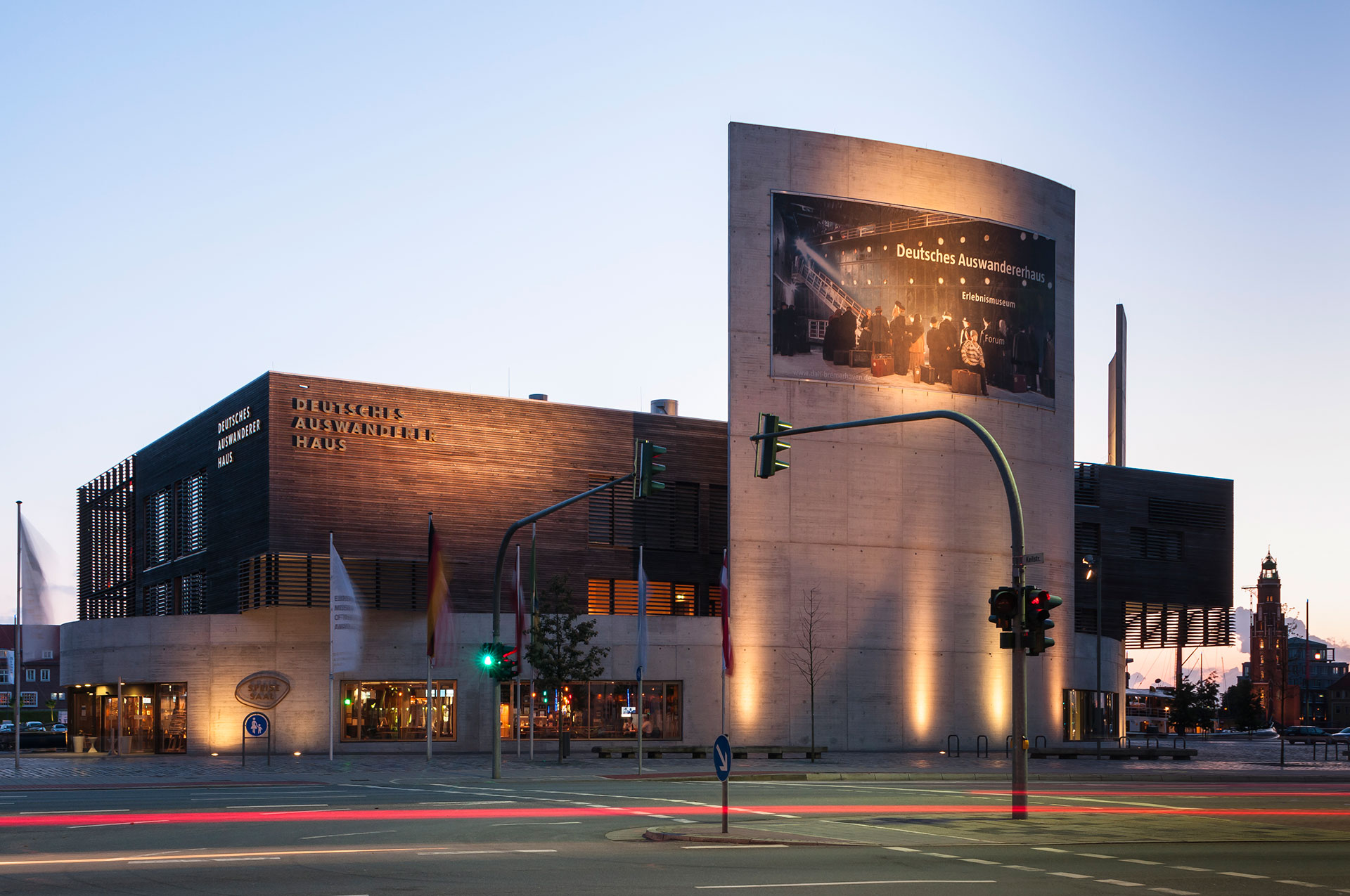 In Bremerhaven an der Unterweser gehört das Erlebnismuseum, das Deutsche Auswandererhaus mit zu den Havenwelten