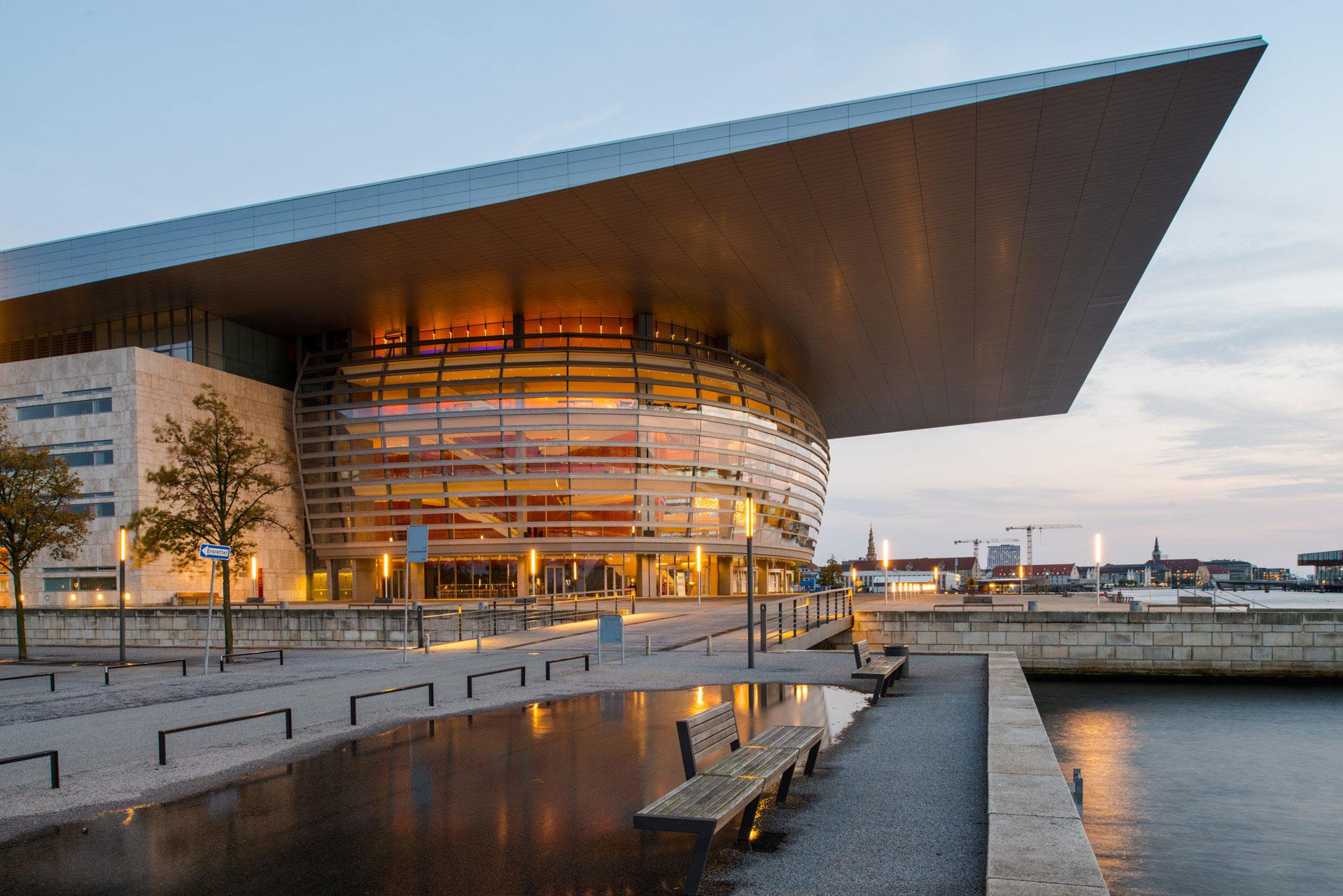 Die Dänische Nationaloper oder auch Königlich Dänische Oper genannt befindet sich in Kopenhagen auf der Insel Holmen