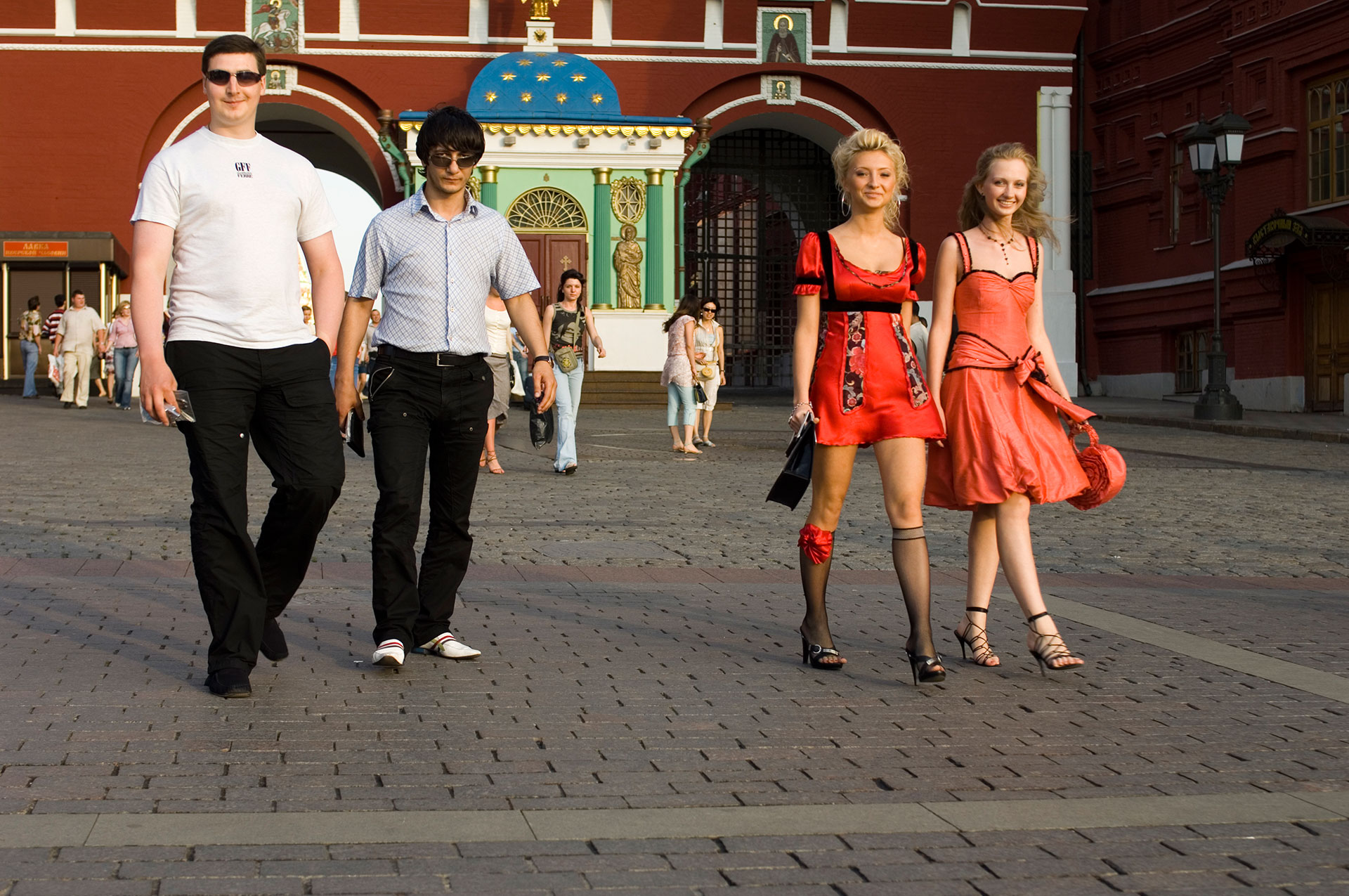 Moskau Passanten vor der Iverskaya Kapelle Durchgang zum Roten Platz