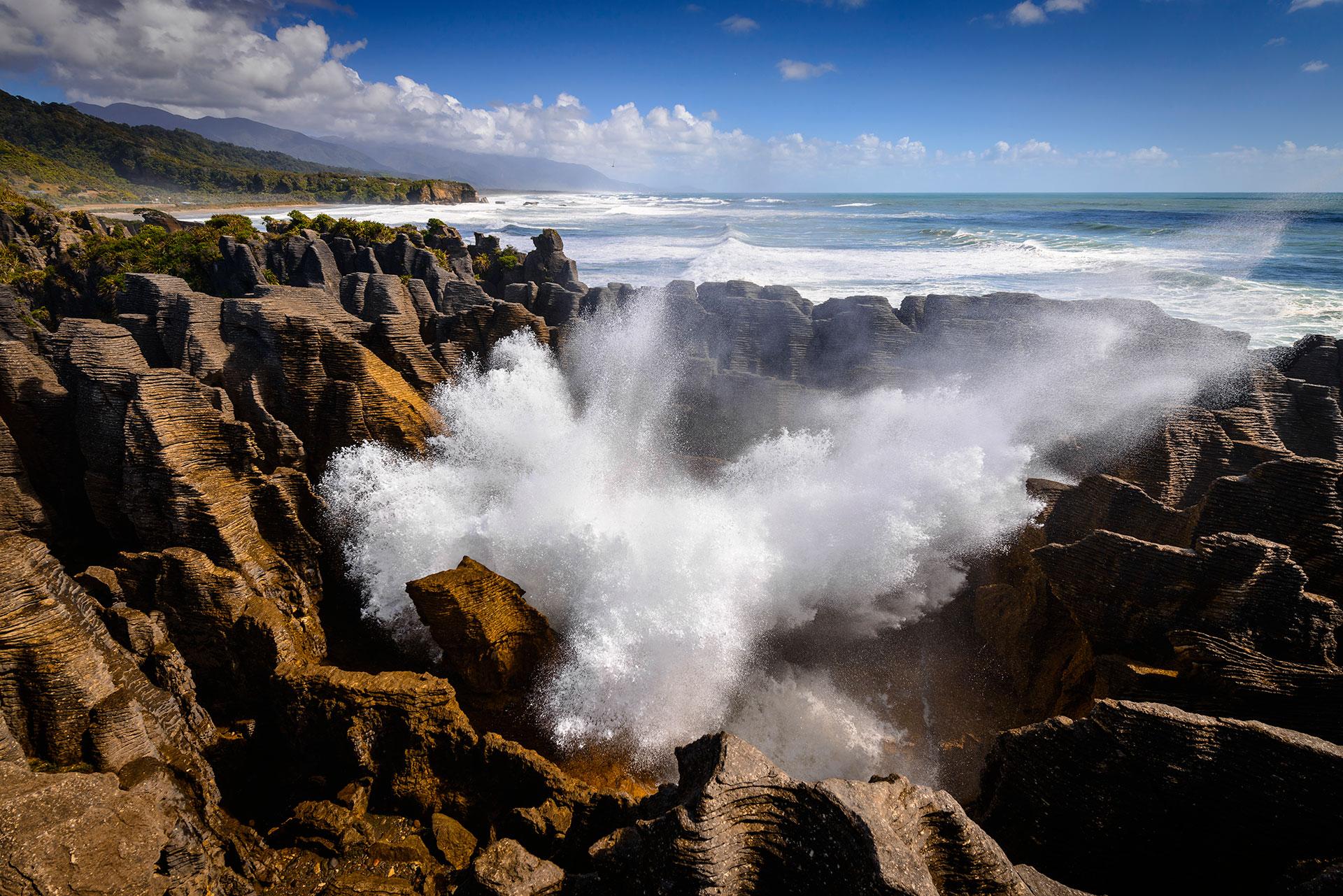 In Neuseeland auf der Südinsel findet man die Blowhole an der Felsformation der Pancake Rocks