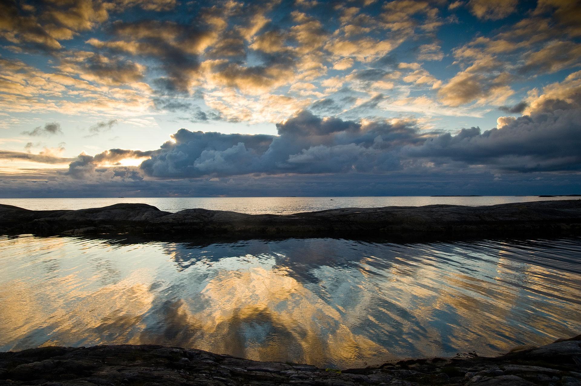 Norwegen in der Provinz Moere-og-Romsdale führt die Atlantikstraße durch die Schärenlandschaft und eröffnen phantastische Panoramen