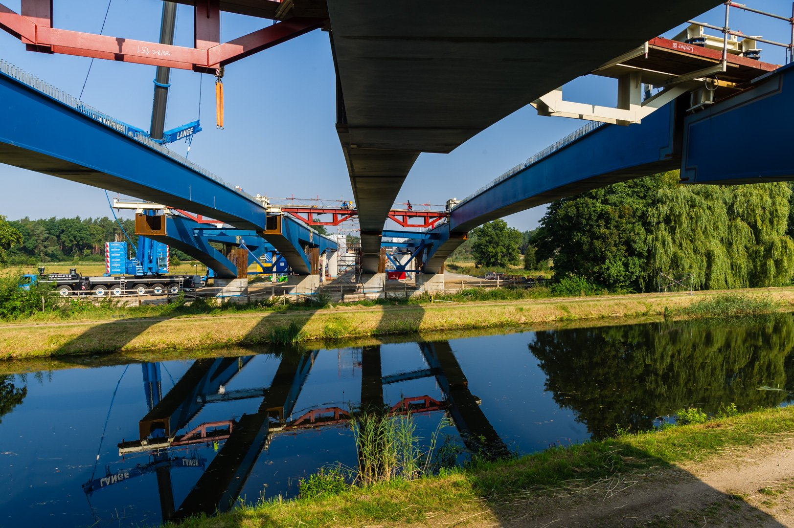 As part of the expansion of the federal highway A14 a steel bridge over the Elde near Wanzlitz was built.