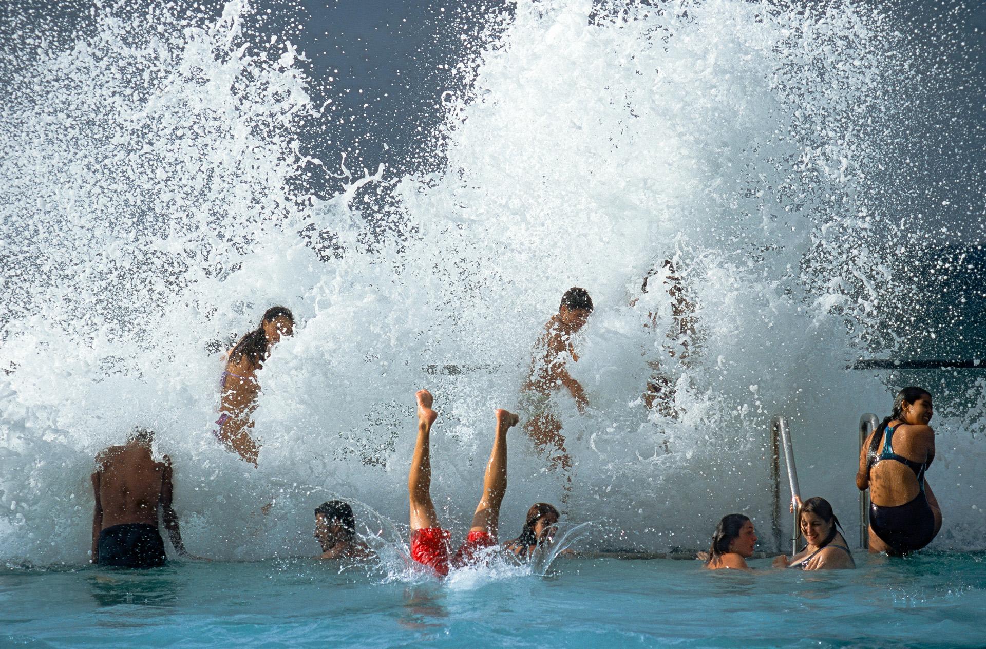 Badende Jugendliche in Teneriffa, Spanien Kanarische Inseln