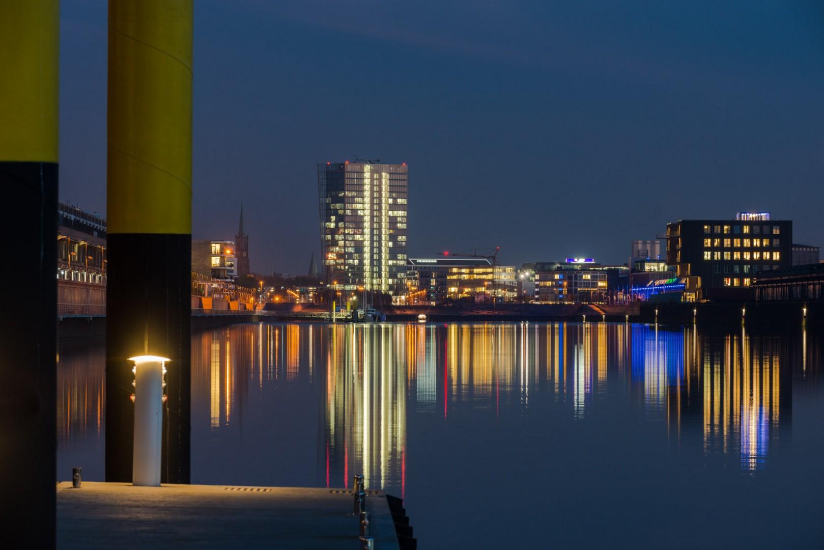 Europahafen in Bremen bei Nacht