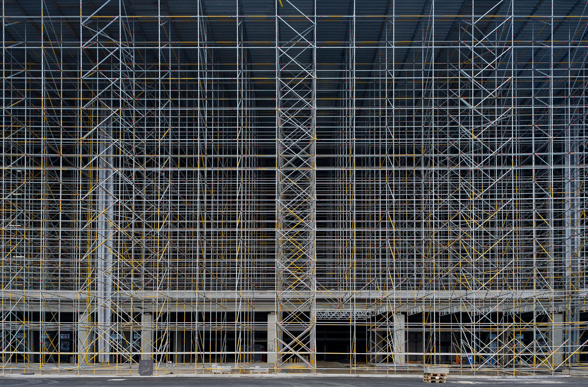 The scaffolding in front of the terminal of the International Airport Berlin Brandenburg BBI