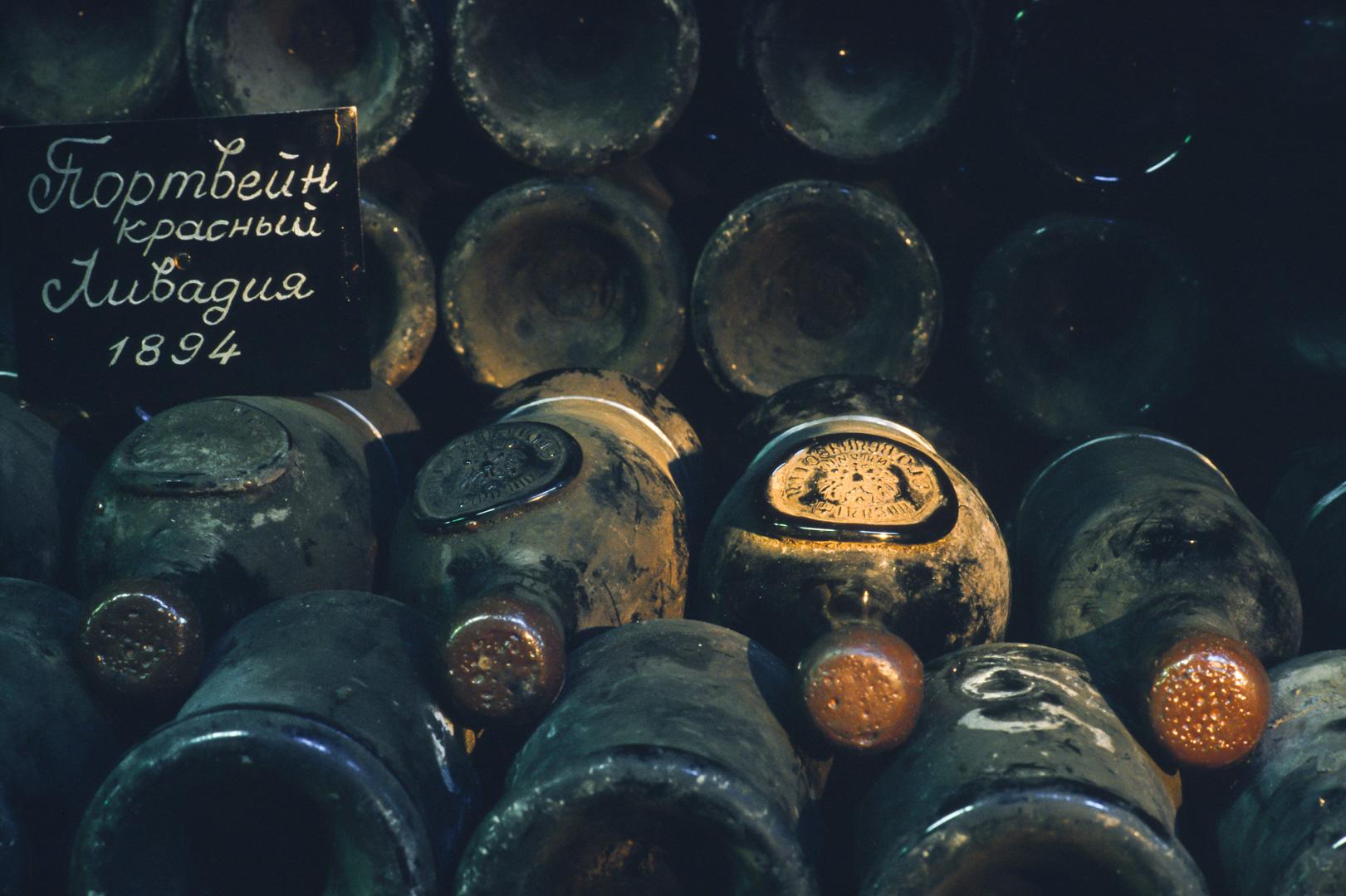 In der Ukraine (Russland) auf der Krim findet man in Massandras Weinkeller den Krimsekt mit Zarensiegel