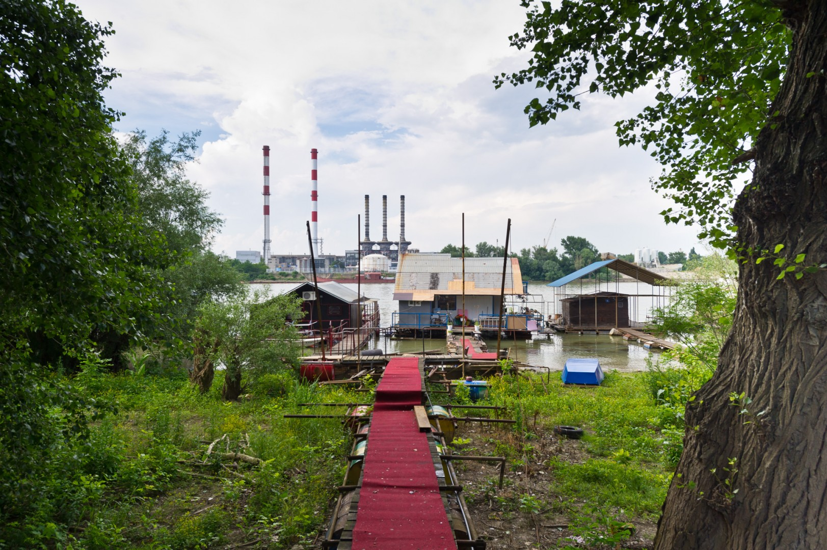 Serbia Serbien Belgrad Kraftwerk Hausboote Floating Homes Schwimmende Häuser
