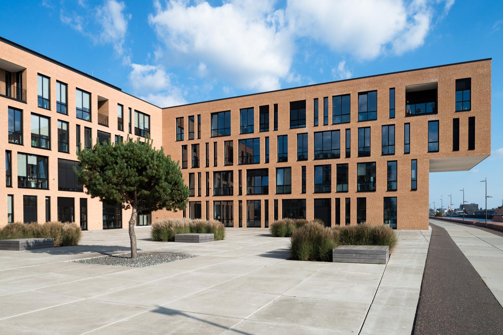 Modernes Verwaltungsgebäude in der Überseestadt in Bremen