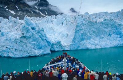 Europa, Norwegen, Spitzbergen,  Eis, Bucht, Magdalenenbucht, Gletscher, Gletscherwand, Reise, Urlaub, Tourismus, Touristen, Kreuzfahrt, Transocean, Transocean Tours, MS Astor,