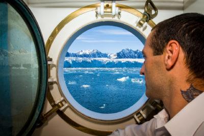 Europa Norwegen Nordnorwegen Nordmeer Spitzbergen Svalbard Krossfjorden Lilliehoekfjorden Albert I Land Haakon VII Land Gletscher Lilliehoekbreen Schiffsreise Schiff Hanse Explorer Agentur Ocean Star Reederei Harren und Partner Kreuzfahrt