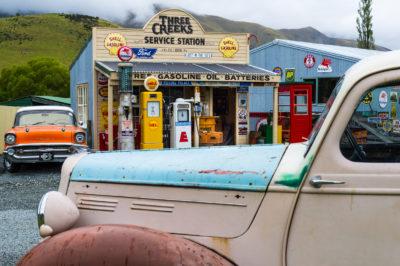 Neuseeland, Suedinsel, Canterbury, Burkes Pass, Three Creaks Service Station, Alte Raststaette, Raststaette, historisch, Tankstelle, Shop, Oldtimer, Auto, Chevrolet,